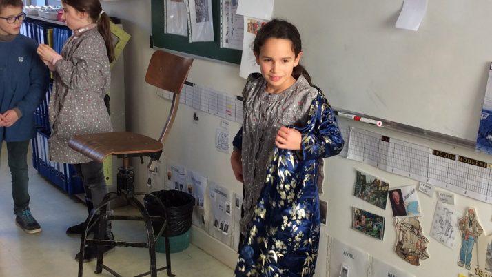 Salomé nous a apporté un joli kimono. Les CE2